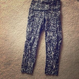 Lululemon capris - navy and white - worn 3 times